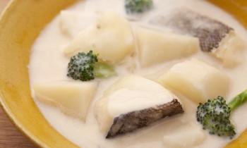味噌バターで栄養満点、ホッと身体が温まる魚のシチュー ~タラの味噌バターシチューにんにく風味~