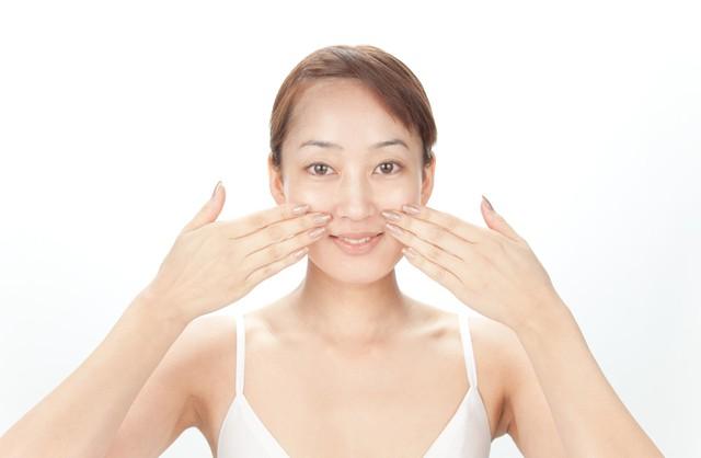 【ほうれい線や顔のたるみの原因】 年を重ねた肌に潤いを与えるエイジングケア!表情筋にいいマッサージ!