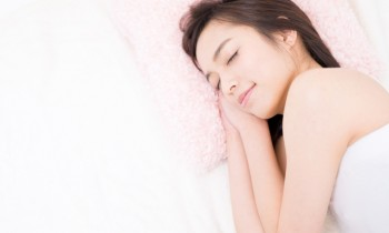 睡眠不足は肌荒れの原因!?睡眠と肌との深い関係!