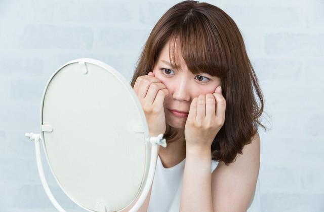 【鼻のポツポツ】毛穴に角栓ができる原因は?角栓を除去していちご鼻を解消!