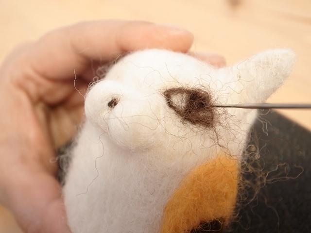 猫の目の形を作る