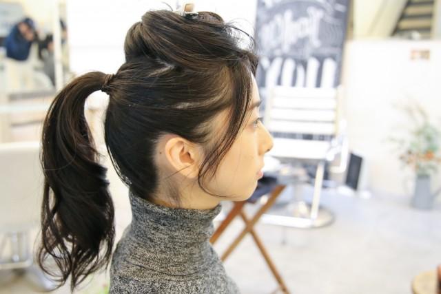 ポニーテールの後ろ髪