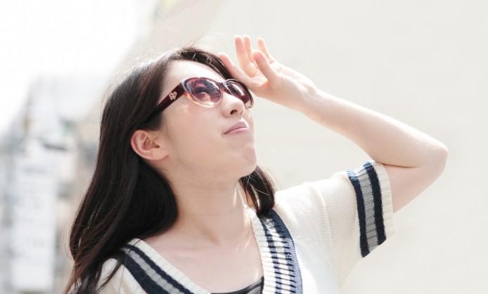 瞳からも日焼けする!? サングラスで夏の紫外線対策!