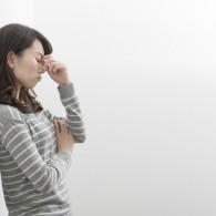 月経前症候群(PMS)は治せる? 正しい知識と対処法