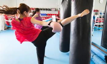 全身運動で心も体もスッキリ♪ 女性でも楽しめるキックボクシングを始めよう!