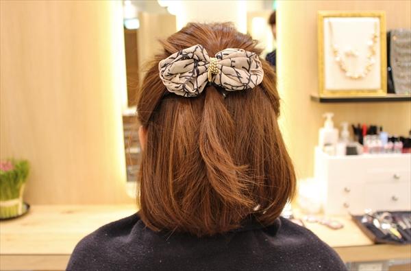 ミディアムヘアのハーフアップのやり方