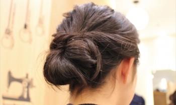 無造作だけど女性らしいまとめ髪! ロングヘアの上品ヘアアレンジ