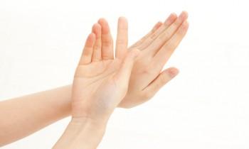 外出時には手袋が必須! ハンドモデルに学ぶ手荒れケア