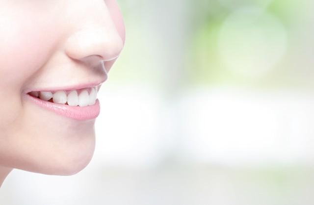 笑顔に映える白い歯を手に入れたい! 30代の女性から支持を集めるホワイトニングをリサーチ