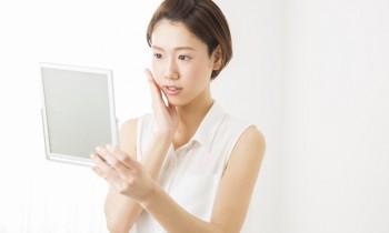顔のテカリの原因は?顔の皮脂の過剰分泌を抑えてテカリを目立たせなくする方法!