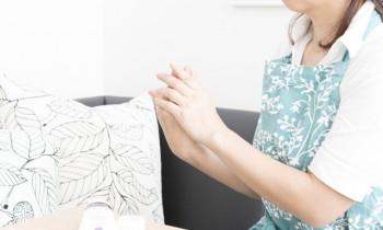 ひどいかゆみ、皮のめくれ、水疱…その手荒れ、「手湿疹」かも?