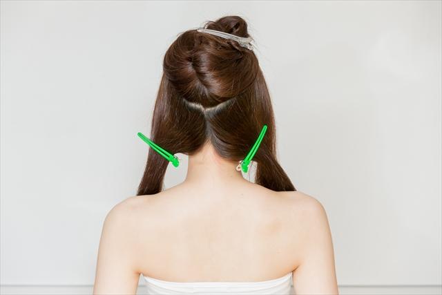 髪を3つにブロッキングする
