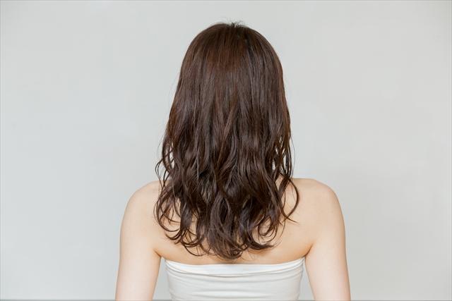 ウエットな巻き髪スタイル