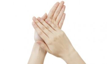 実は爪トラブルが増える冬! 健康的な爪を育むポイントとは?