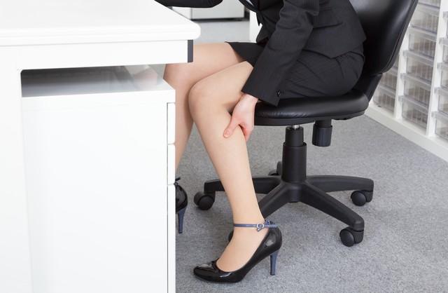 手ぶらで仕事中にもOK! 朝・昼・晩それぞれで異なる、脚のむくみを取る方法