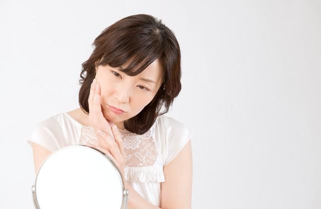 顔のむくみの応急処置! 忙しい朝も3分でできる、むくみ対策の簡単ストレッチ