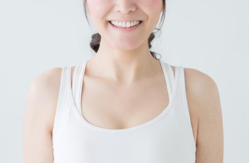 ドモホルンリンクルの効果を実感する女性