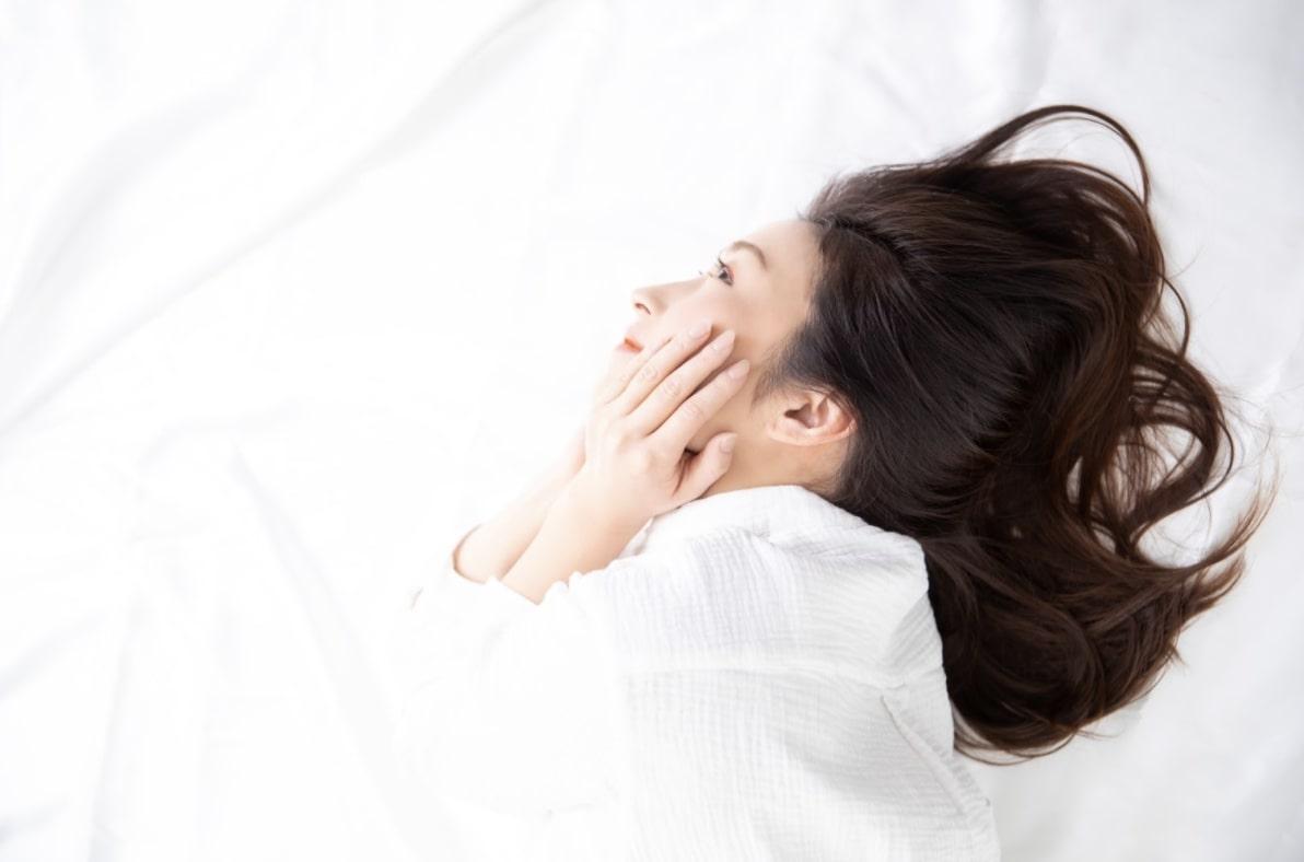 化粧を落とさないまま寝る